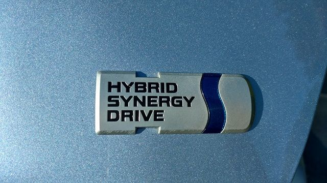 toyota-yaris-hybrid-hybrid-synergy-drive-badge-review